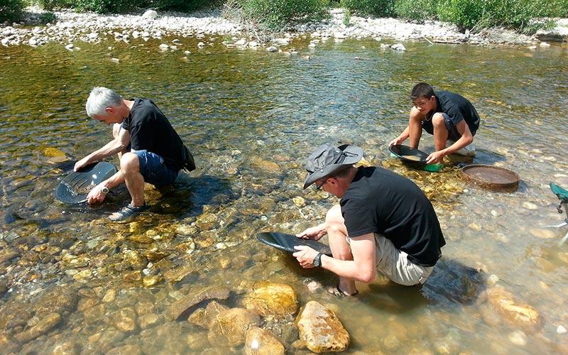 Classe d'eau en Auvergne | Élément Terre - © David Le Faucheur-Flickr - orpaillage