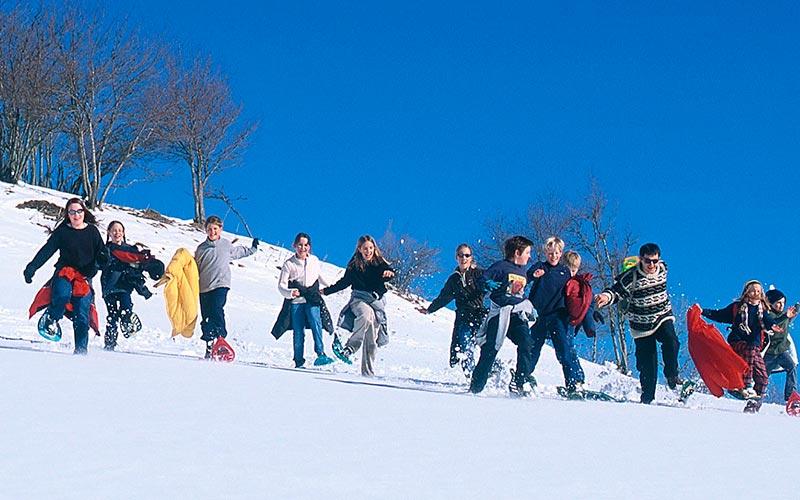 Classe de montagne en hiver en Auvergne | Élément Terre - raquettes et jeux en Auvergne