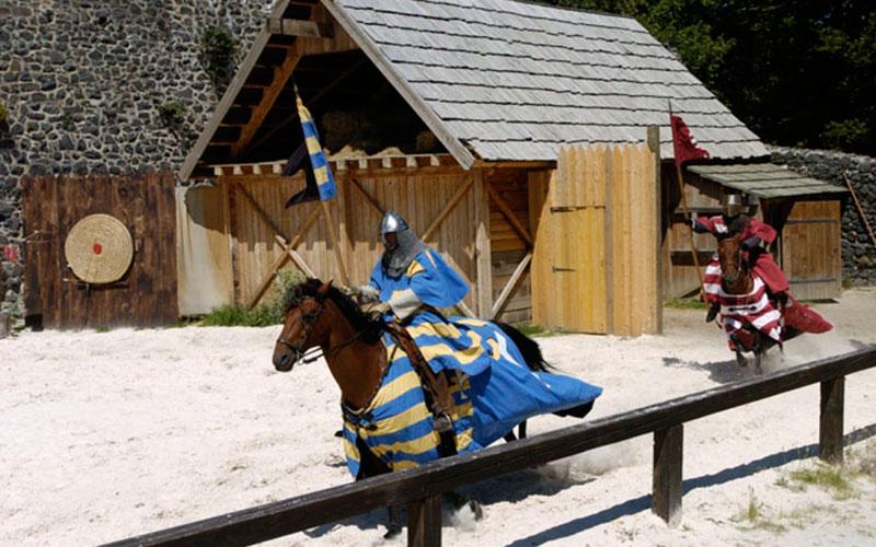 tournoi de chevaliers - classe médiévale avec Élément Terre en Auvergne