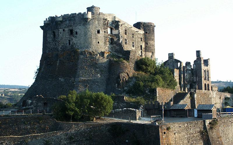 château de Murol - classe médiévale avec Élément Terre en Auvergne