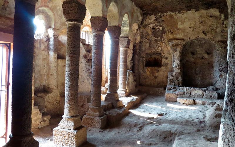 grottes de Jonas - classe médiévale avec Élément Terre en Auvergne