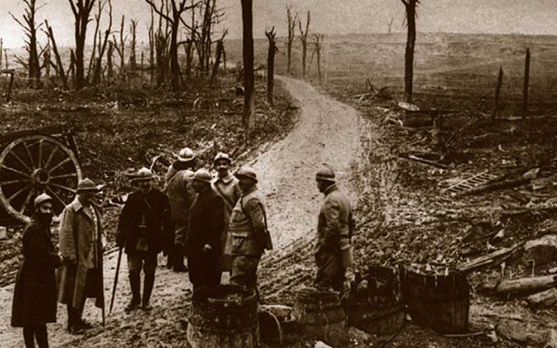 Verdun, l'encyclopédie de la Première Guerre Mondiale | Élément Terre - © image d'archives